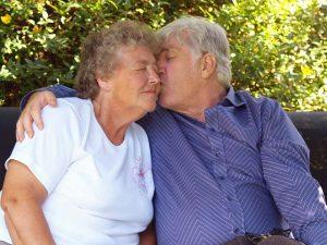 Old-parents-kiss